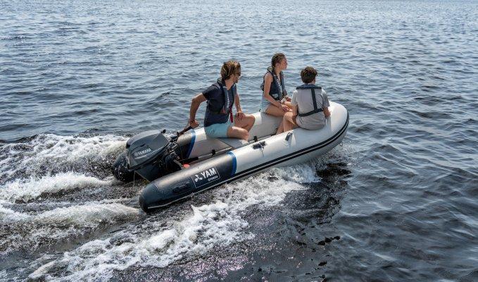2020-Yamaha-YAM310S-EU-Arctic_Grey-Action-006-03